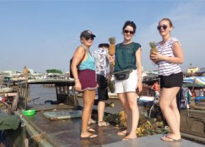 The life in Cai Be Floating Market
